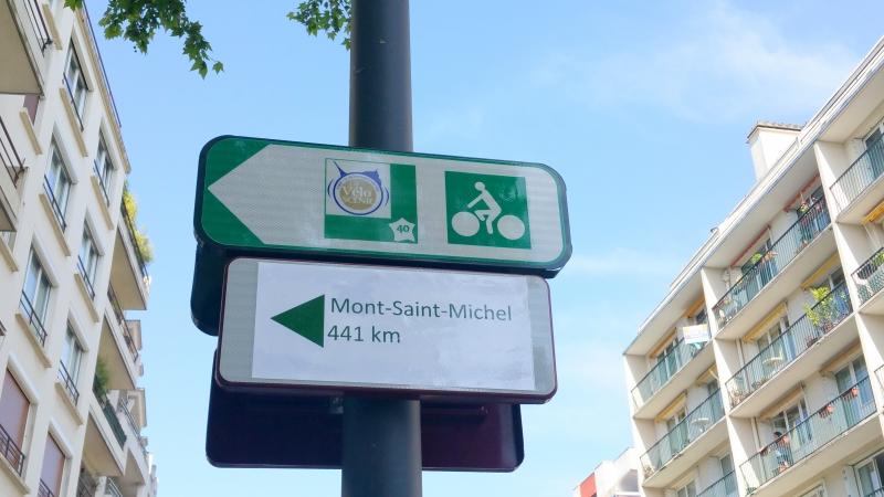 Pancarte signalant la route du Mont St Michel (posée il y a qq jours)