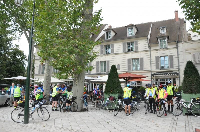190818 Rambouillet - Place de la Mairie-002